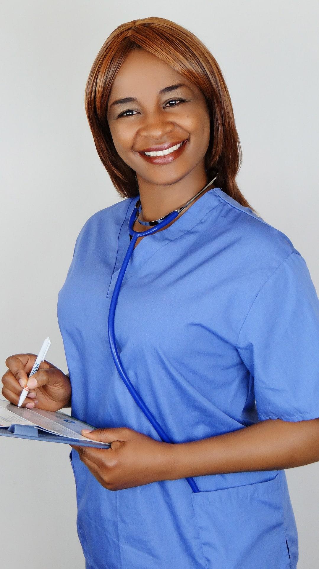 uśmiechnięta pielęgniarka